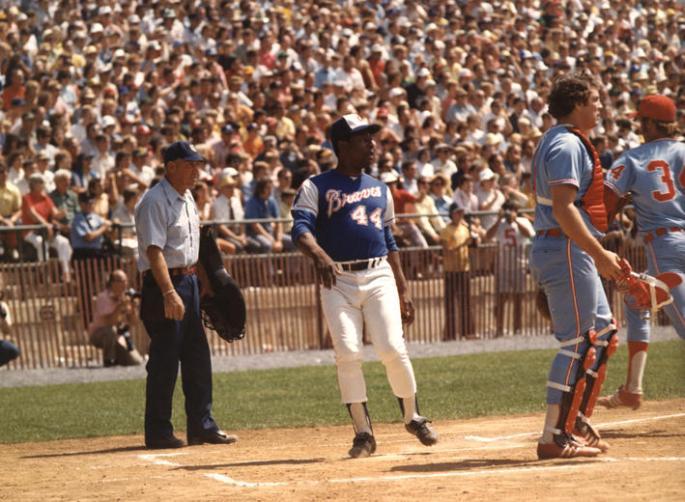Atlanta Brave Hank Aaron crossing plate in game in 1974
