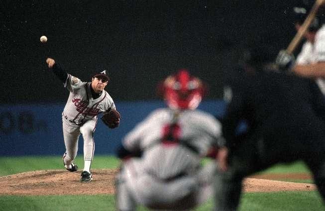 Baseball 1996 World Series Game 2: Atlanta Braves Greg Maddux #31 in action alone during game vs New York Yankees. New York 10/20/96 Credit: John Iacono SetNumber: X51569 TK2 R11 F30