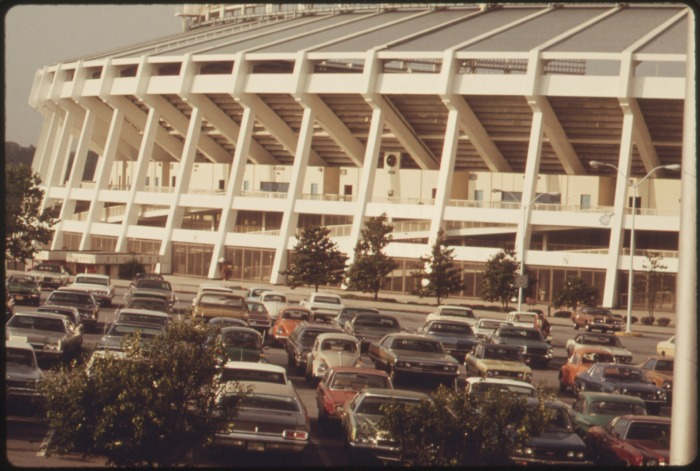 COMMUTERS_USE_FRINGE_PARKING_AT_THE_ATLANTA,_GEORGIA_STADIUM,_THEN_RIDE_METROPOLITAN_ATLANTA_RAPID_TRANSIT_AUTHORITY..._-_NARA_-_556790