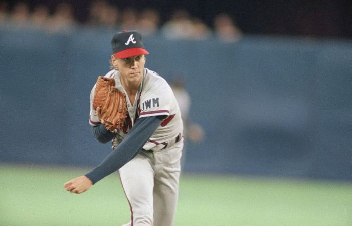 National League starting pitcher Tom Glavine of the Atlanta Brave pitches in the first inning of the 62nd All-Star Game, Tuesday, July 9, 1991 in Toronto. (AP Photo/James Finley)